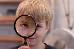 copil curios